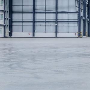 Lagerhalle mit extrem robusten Industrieestrich und anschließender Bodenbeschichtung